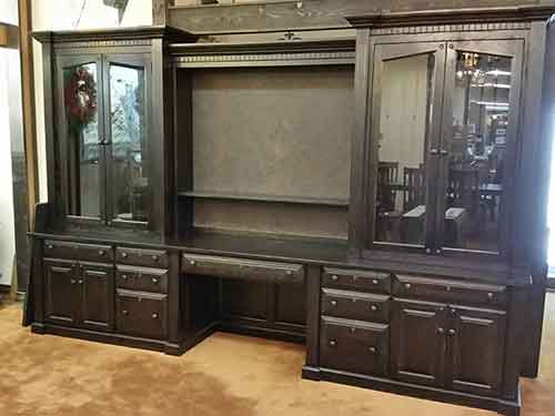 Charmant Gun Cabinet With Tv Display In Center