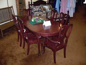 Amish made Oval Talbe with Queen Anne Legs and Chairs