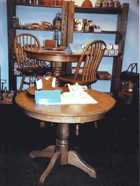 Amish made oak round table